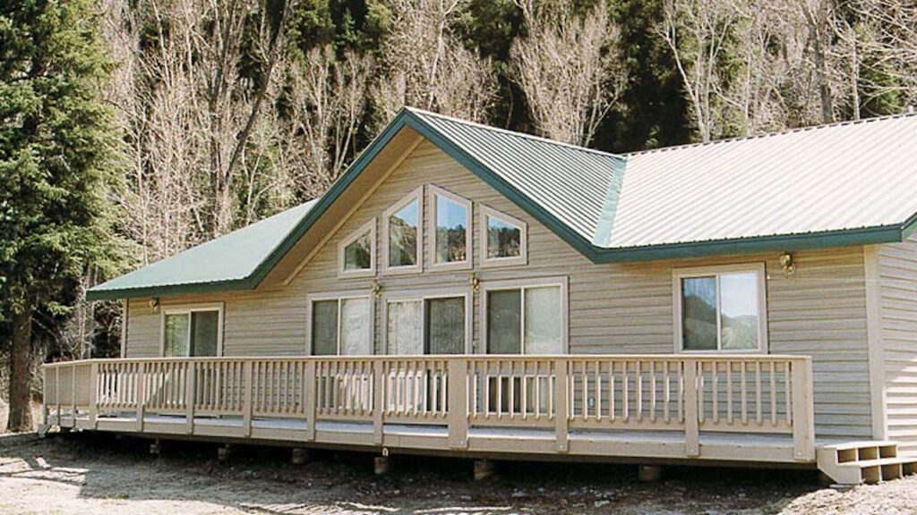 PEARL WITH WITH VAULTED LIVING ROOM CEILING AND EXTENDED DECK